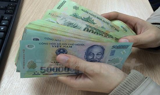 Chuyển nhầm tiền vào tài khoản của người khác giải quyết thế nào?