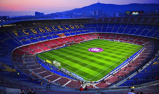 Thực hiện dự án cải tạo sân vận động theo hình thức gì?